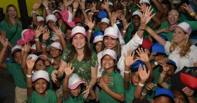 Niños saltaron y jugaron para celebrar el Día Internacional Contra el Maltrato Infantil
